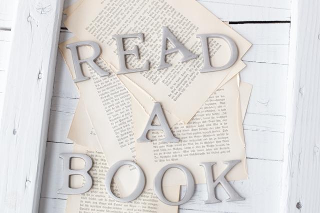 Lese mal ein Buch: Read a Book