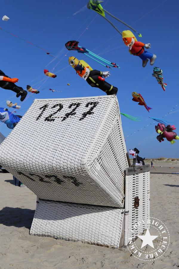 Drachenfest-Strandkorb-Meer