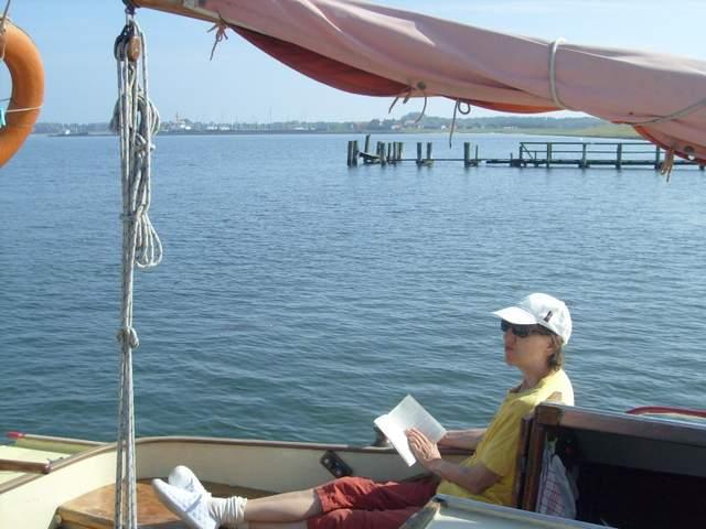 Birgit Rabisch ist auch an Bord nie ohne Buch