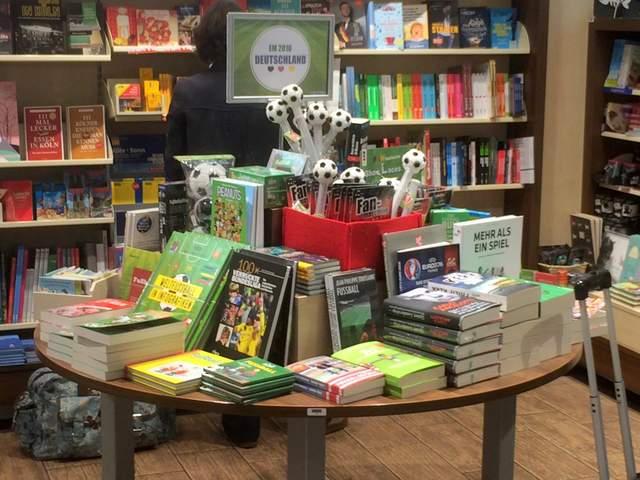 Fußballbücher, Fußalltisch, Buchhandlung Ludwig, Kölner Hauptbahnhof