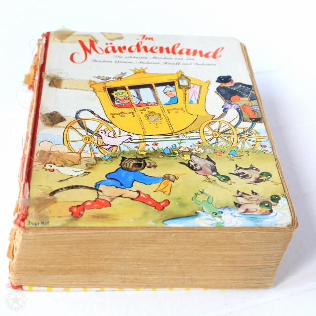 Altes kaputtes Buch