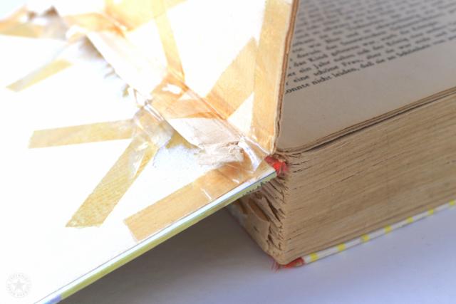Buch mit Kleber repariert