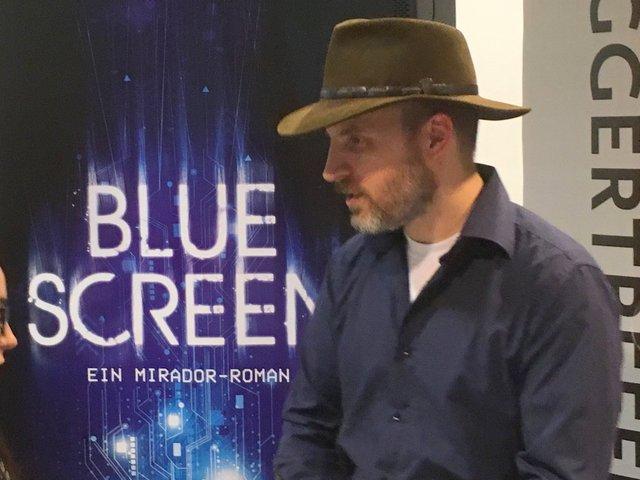 Bluescreen, Dan Wells
