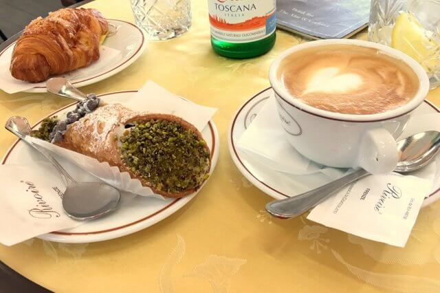 Cannoli in einem Cafe in Florenz