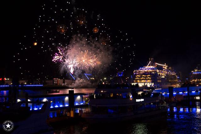 Feuerwerk aus der Hand fotografieren