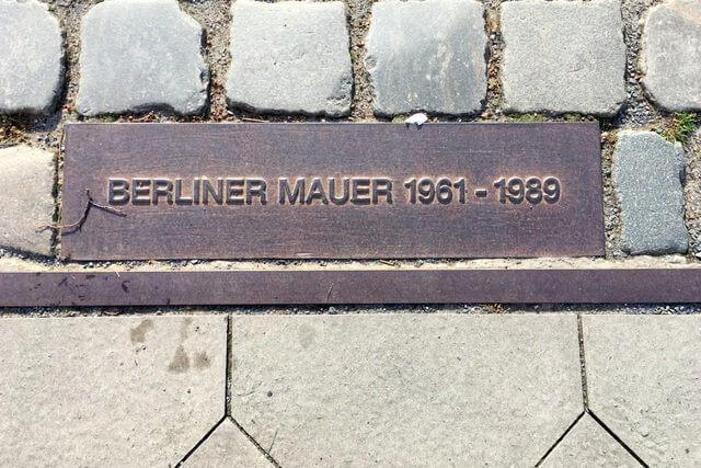 Die Berliner Mauer, Artikel zum Gedenktag des Mauerfalls, Interview mit Kathrin Wildenberger