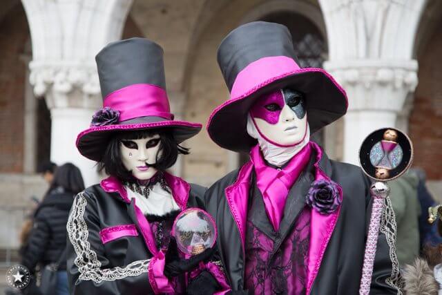 krasse Farben im Karneval