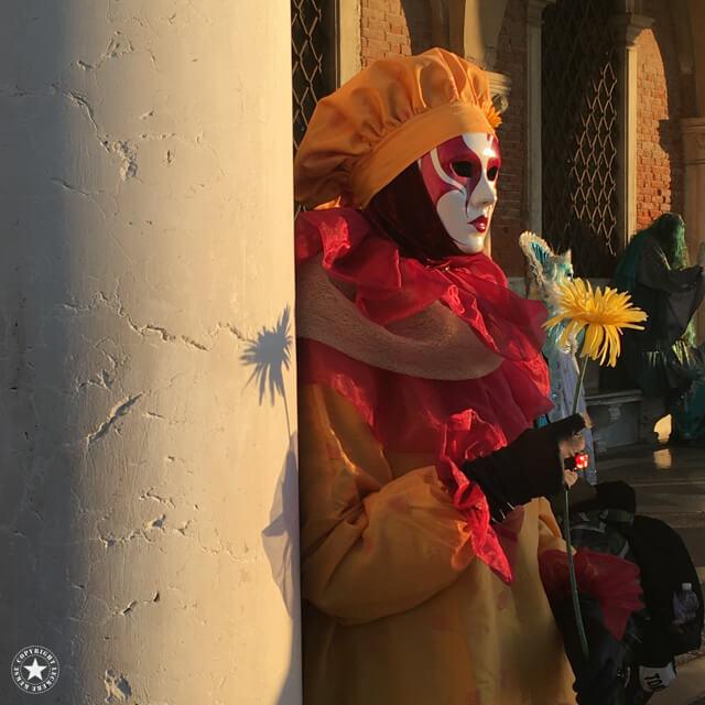 Blumenmädchen im Venedig