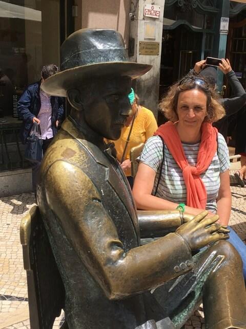Skulptur-fernando-pessoa-lissabon