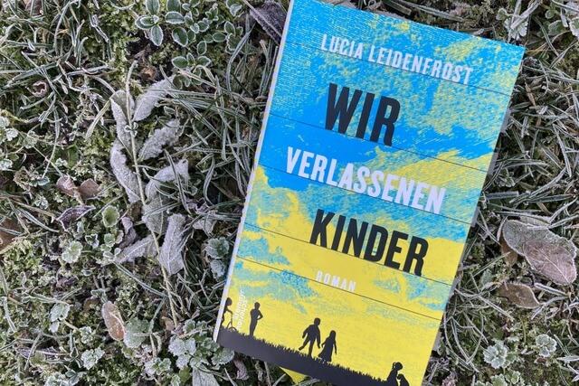 Lucia Leidenfrost: Wir verlassenen Kinder, Rezension